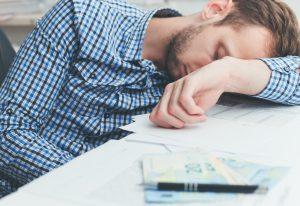 zmęczony mężczyzna z sarkoidozą